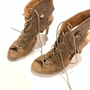 Joie : laser cut lace up heels size 39